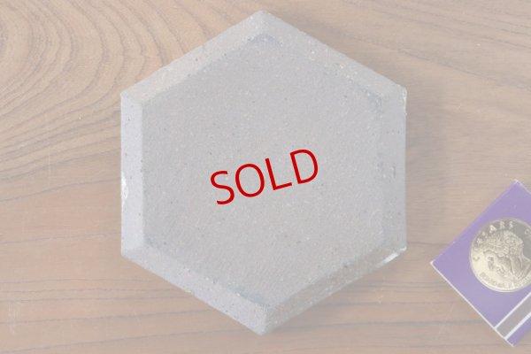 画像2: 馬渡新平「ヒビ粉引 六角板皿4寸」