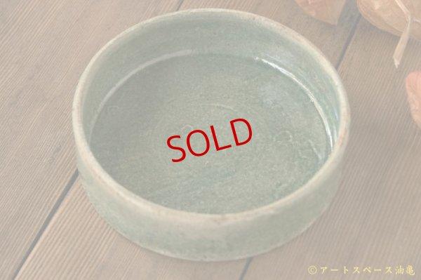 画像1: 馬渡新平 緑ヒビ粉引き 平鉢5寸