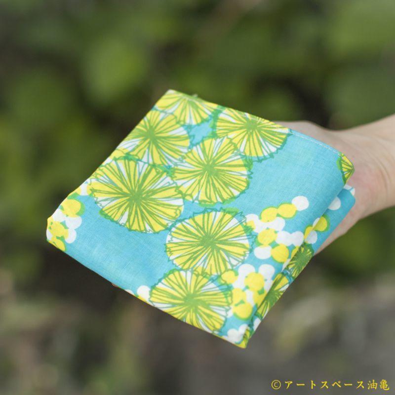 画像2: 【即売商品】テキスタイルデザインmakumo「ハンカチ ミモザ/水色・黄色」【DM便対応商品】【レターパック対応商品】