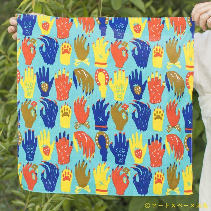 画像1: 【即売商品】テキスタイルデザインmakumo「ハンカチ 手手/水色」【DM便対応商品】【レターパック対応商品】