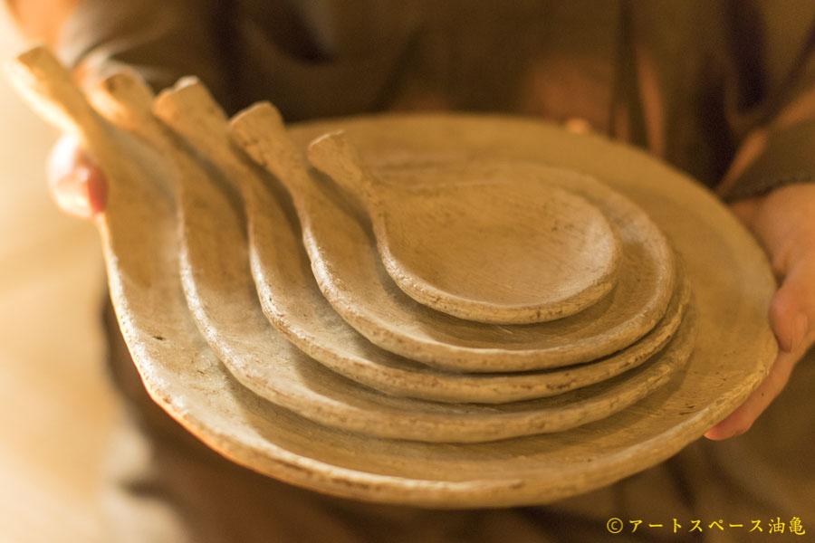 油亀のweb通販「油亀ジャーナル」よりミヤチヤスヨさんの枝葉皿
