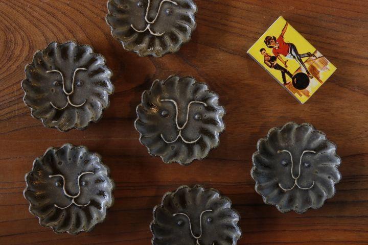 画像1: 江口香澄「緑釉 花型ライオン豆皿」【アソート作品】