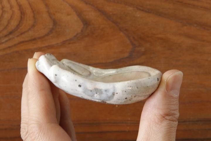 画像2: 江口香澄「粉引 肉きゅう豆皿(片手)」【アソート作品】
