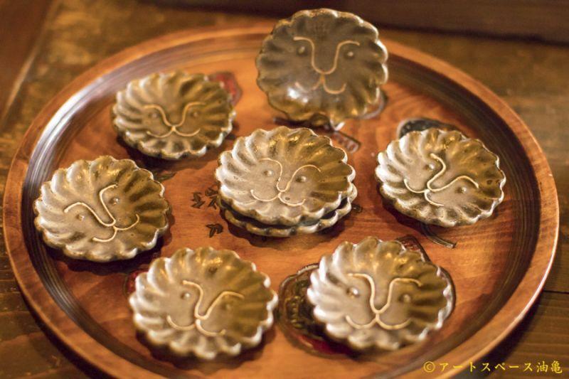 画像3: 江口香澄「緑釉 花型ライオン豆皿」【アソート作品】