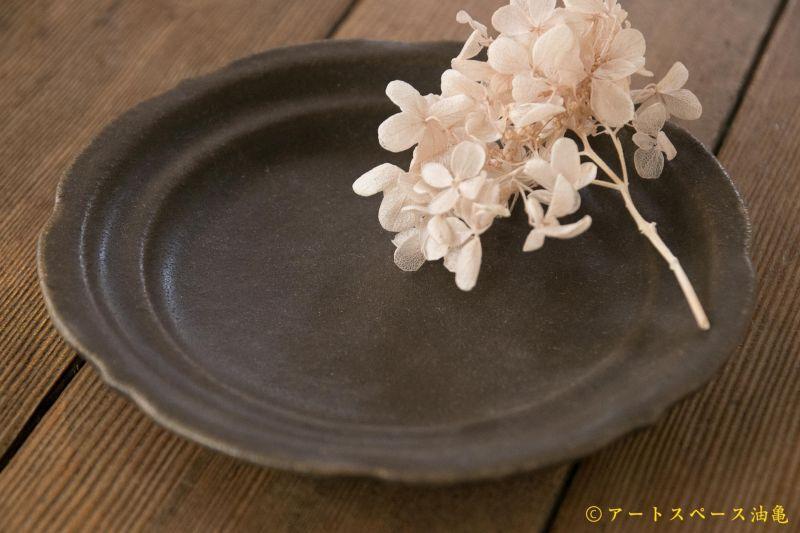 画像3: 古谷浩一 サビ釉 彫刻皿 5寸【アソート作品】