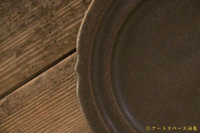 画像4: 古谷浩一 サビ釉 彫刻皿 5寸【アソート作品】