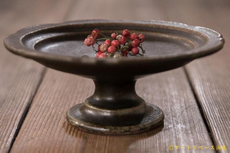 画像1: 古谷浩一 サビ釉 彫刻コンポート皿 13cm【アソート作品】