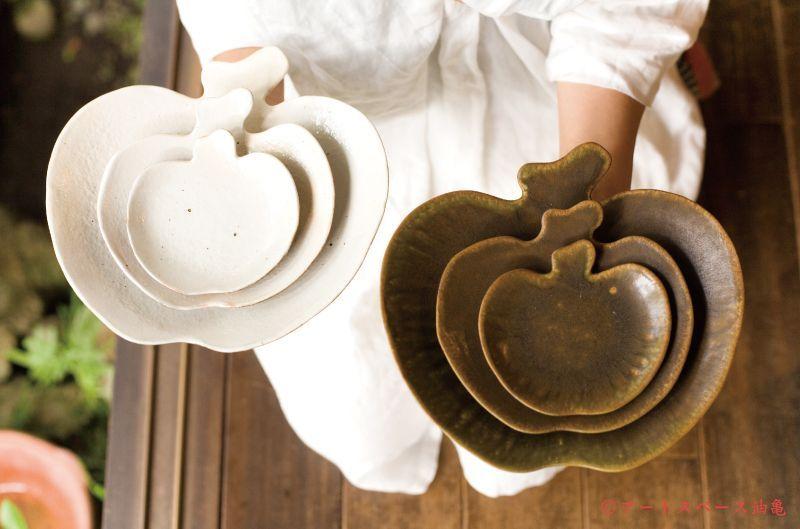 油亀のweb通販「油亀ジャーナル」より滋賀県の陶芸家、古谷浩一さんのりんご皿