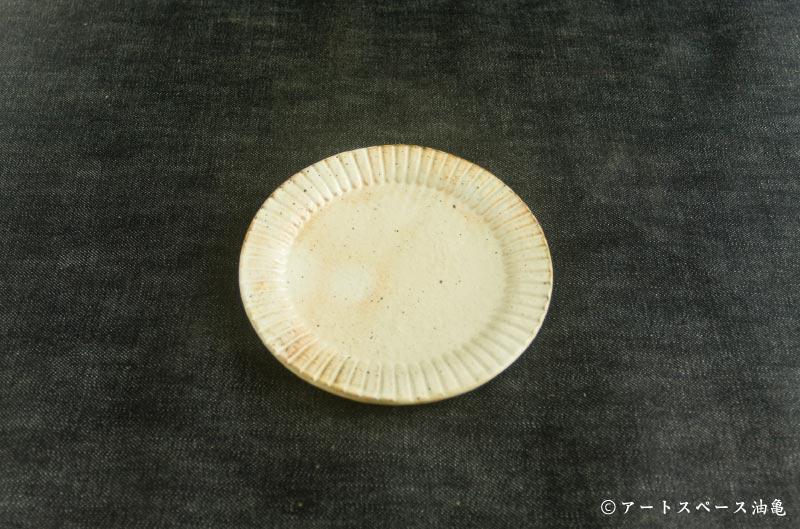 正円のお皿です