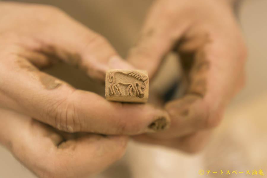愛知県の陶芸家、長谷川哲也(ハセガワテツヤ)の制作風景