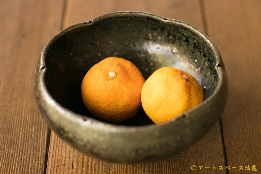 画像2: 八田亨「黒釉 四寸輪花鉢」