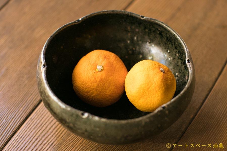 画像1: 八田亨「黒釉 四寸輪花鉢」