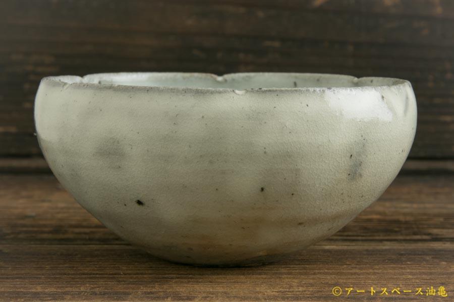 画像3: 八田亨「青粉引 4寸輪花鉢」