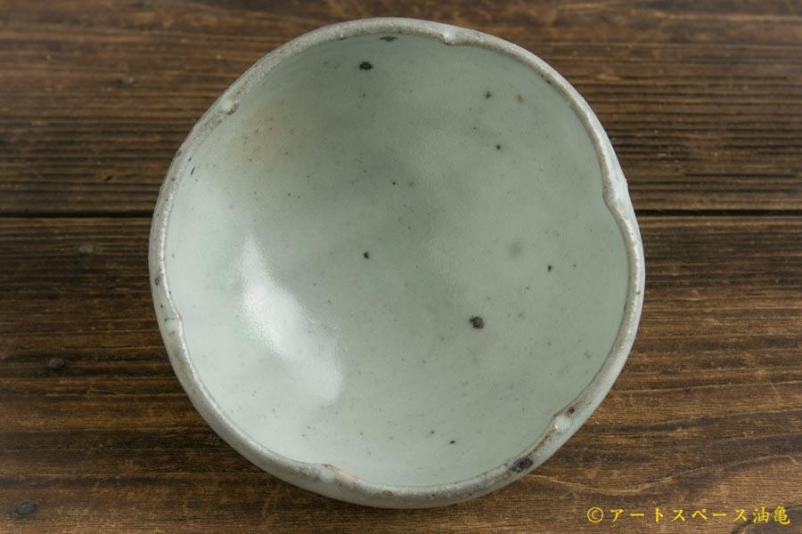 画像2: 八田亨「青粉引 3寸輪花鉢」