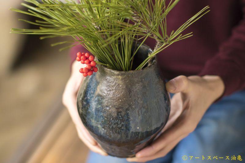 画像1: 八田亨 黒釉窯変 壺