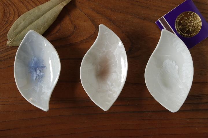 画像1: 間美恵「亜鉛華結晶 豆皿(おたまじゃくし)」