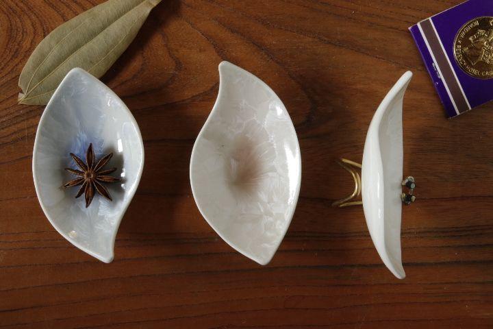画像3: 間美恵「亜鉛華結晶 豆皿(おたまじゃくし)」