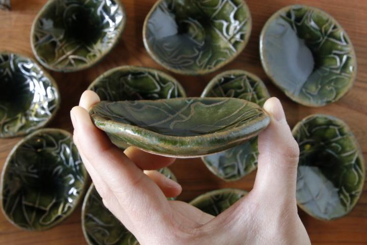 画像4: 肥後博己「織部陽刻紋豆皿(ビードロ)」【アソート作品】
