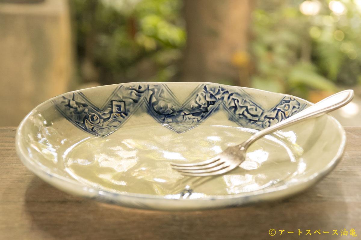 画像2: 肥後博己 印花紋染付楕円平鉢