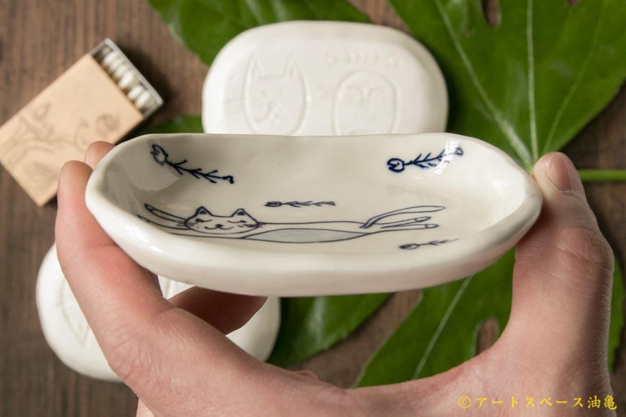 画像3: ほりゆめこ 染付 まんぷくねこ四角豆皿