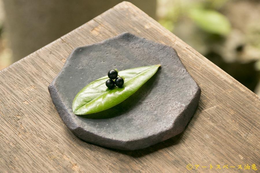 画像1: 加地学 黒化粧 八角皿
