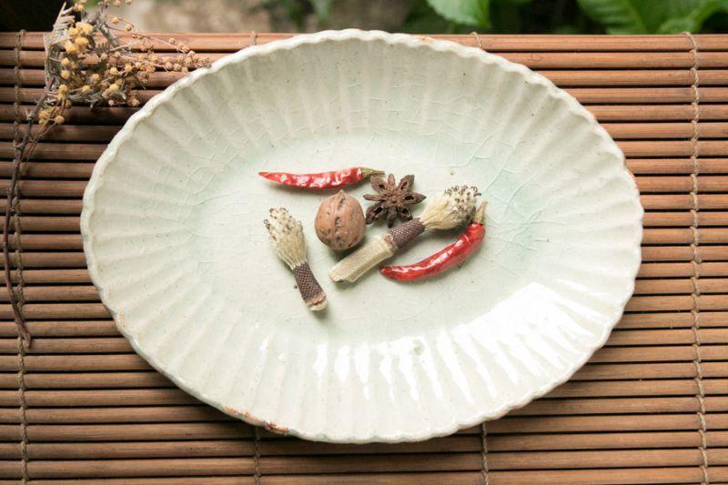 画像1: 加藤祥孝 灰釉 7.5寸楕円輪花深皿