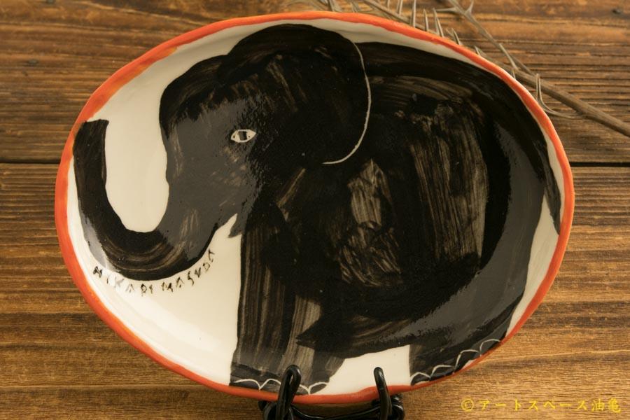 画像1: 増田光 ふち赤楕円皿(小)ゾウ