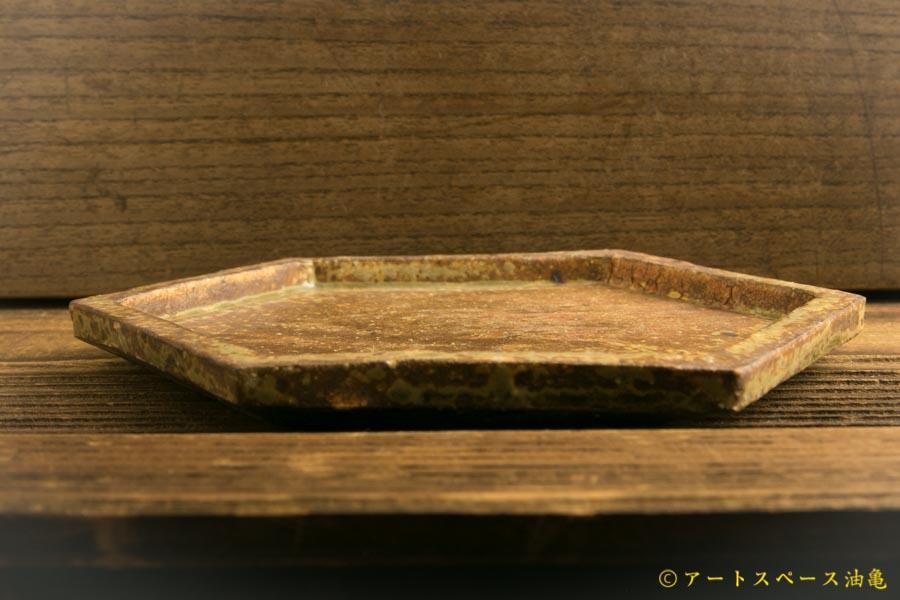 画像2: 馬渡新平「ヒビ粉引き 六角板皿4寸」