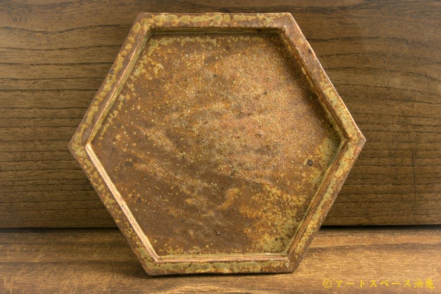 画像1: 馬渡新平「ヒビ粉引き 六角板皿4寸」