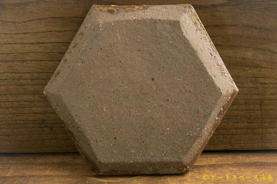 画像4: 馬渡新平「ヒビ粉引き 六角板皿4寸」
