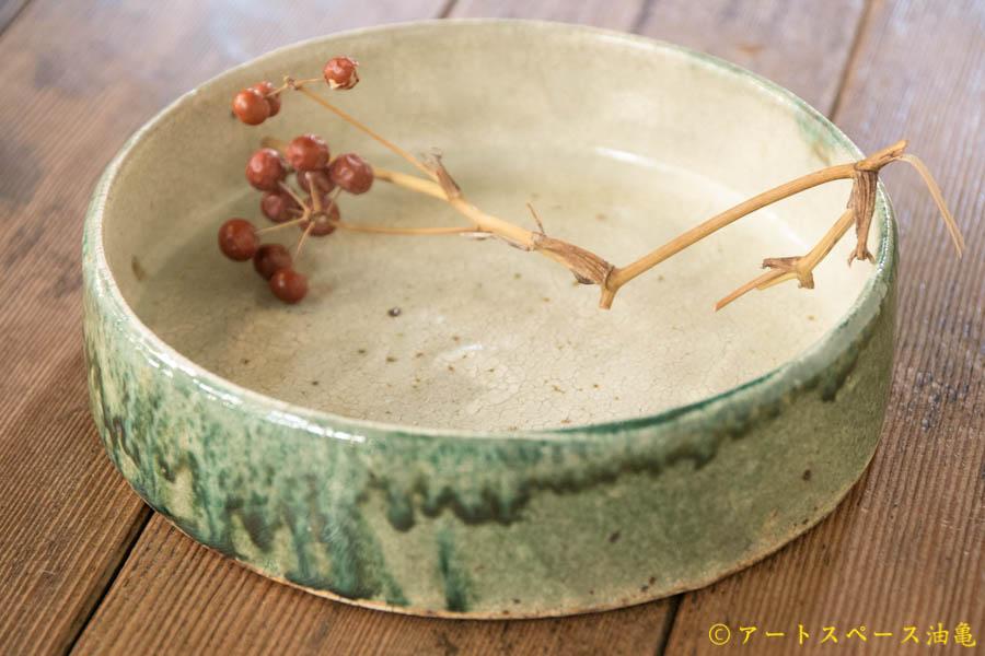 画像1: 馬渡新平 緑ヒビ粉引き(内白) 平鉢6寸