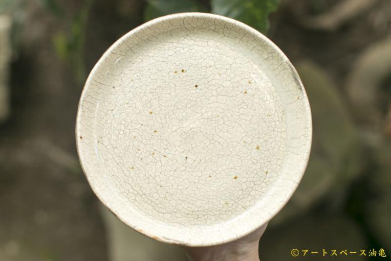 画像1: 馬渡新平 白ヒビ粉引き 皿5.5寸【アソート作品】
