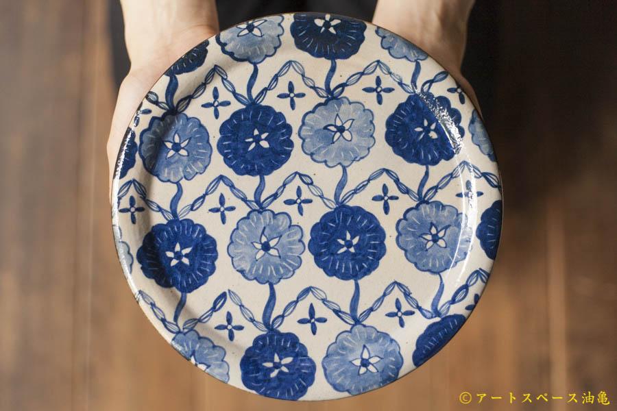 油亀のweb通販「油亀ジャーナル」より山口県の陶芸家、ヒヅミ峠舎さんの染付花文7寸プレート