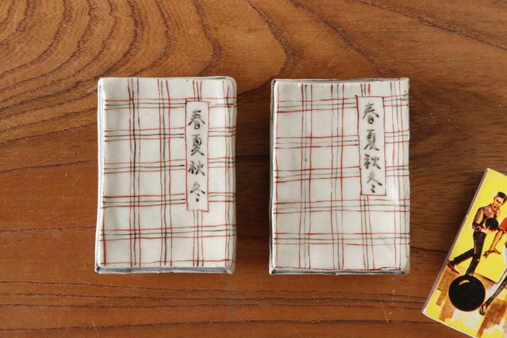 画像1: 武者千夏子「赤絵 本型 はしおき」