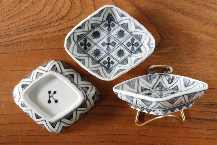 画像2: 柳川謙治「染付華散らし菱形豆皿」