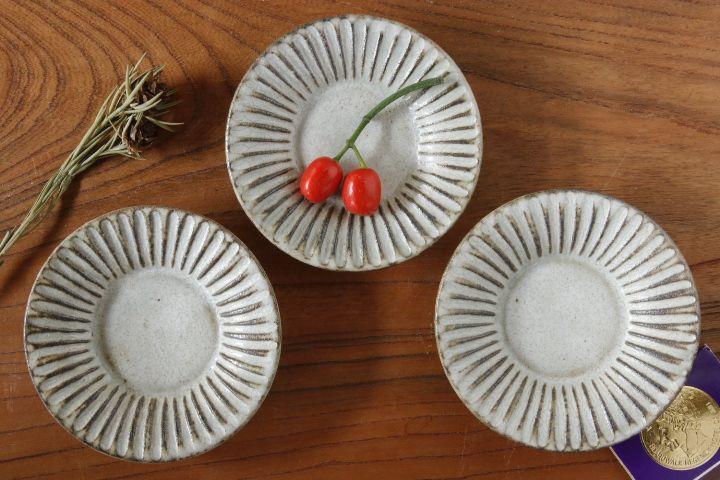 画像1: 小倉夏樹「灰粉引 鎬3寸リム皿」