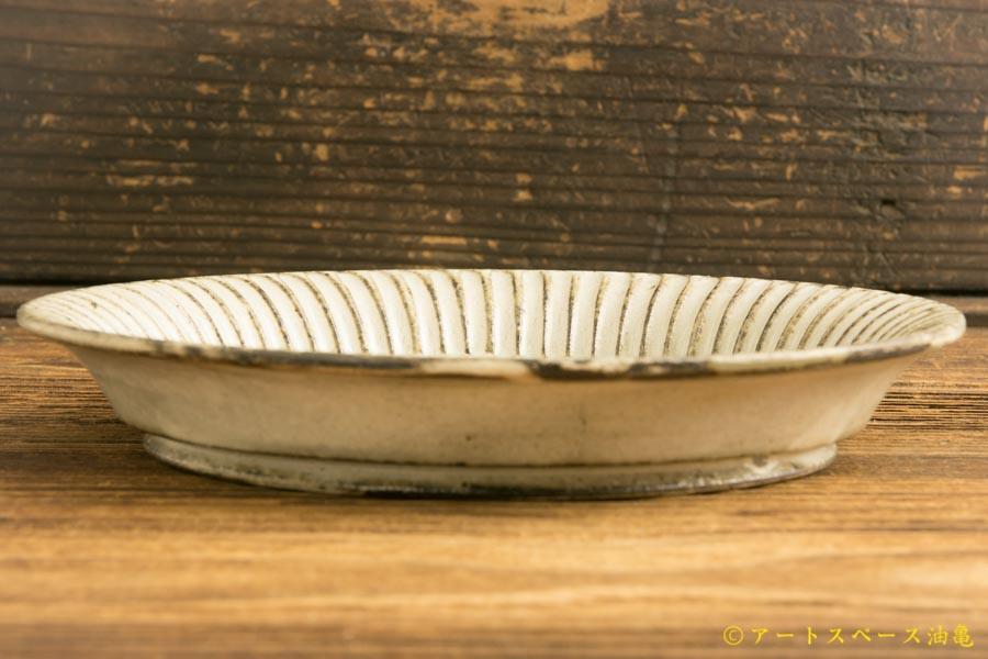 画像3: 小倉夏樹「灰粉引 鎬リム平皿5.5寸」