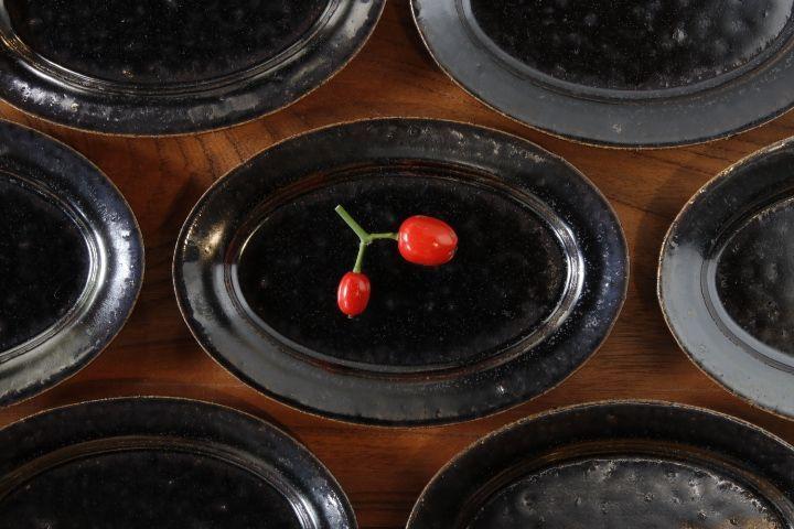 画像1: 高島 悠吏「黒釉 楕円豆皿」【アソート作品】