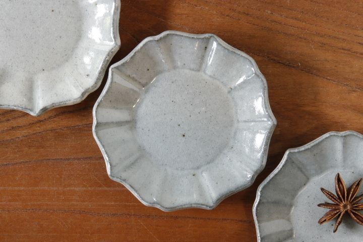 画像1: 遠山貴弘「五ツ割桔梗(粉引)豆皿」【アソート作品】