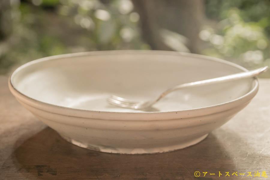 画像1: 八木橋昇 粉引マット玉縁8寸浅鉢