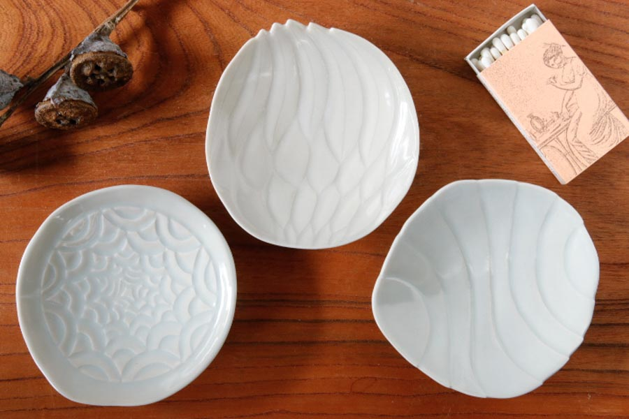 画像1: 柳忠義「ほりこみ青白磁 豆皿」