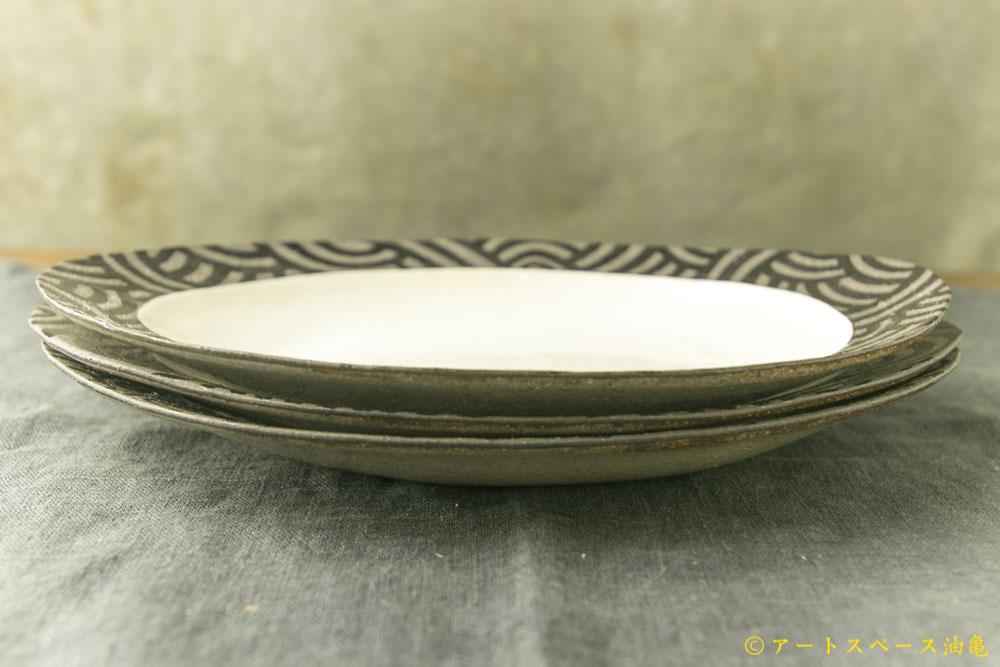 画像3: 柳忠義「粉引 だ円ふちストライプ皿」