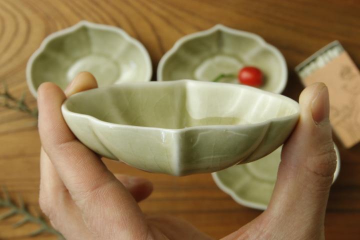 画像5: ヨシノヒトシ「青瓷輪花オーバル鉢S」【アソート作品】