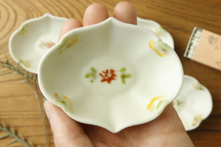 画像2: ヨシノヒトシ「色絵輪花オーバル豆鉢」【アソート作品】