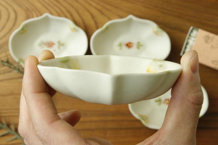 画像4: ヨシノヒトシ「色絵輪花オーバル豆鉢」【アソート作品】