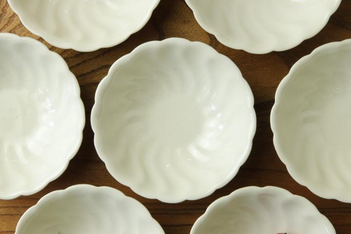 画像2: ヨシノヒトシ「白瓷捻貝殻鉢S」【アソート作品】