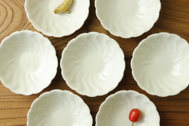 画像1: ヨシノヒトシ「白瓷捻貝殻鉢S」【アソート作品】