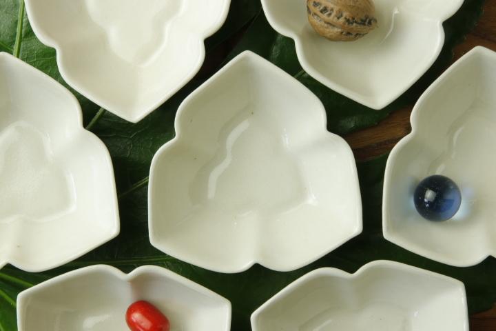 画像1: ヨシノヒトシ「白瓷三花弁鉢S」【アソート作品】
