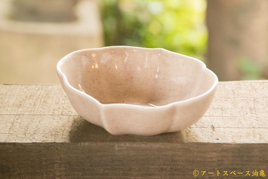 画像2: ヨシノヒトシ「淡桃釉輪花オーバル鉢M」【アソート作品】