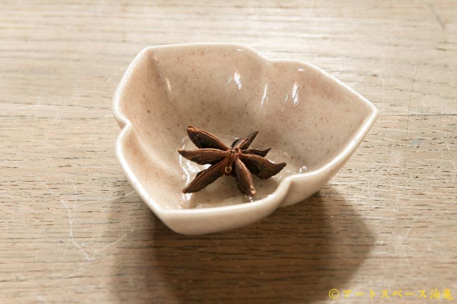 画像1: ヨシノヒトシ「淡桃釉三花弁鉢S」【アソート作品】